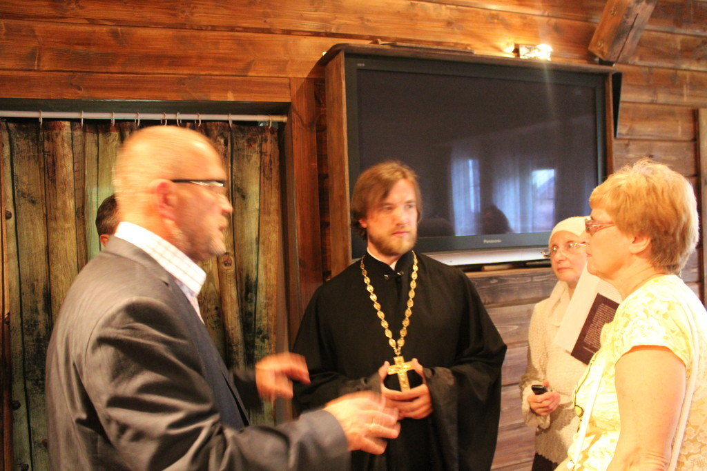 Доктор Хорошев общается в храме
