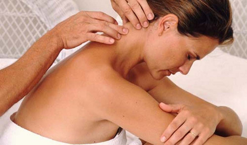 Что делать если шея болит и не поворачивается